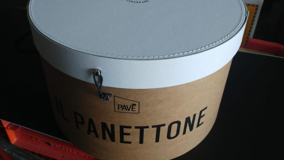 Scatola Cappelliera in Cartone rivestita con carta Avana e coperchio Bianco